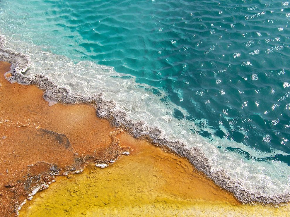 thermal-pool-yellowstone.jpg